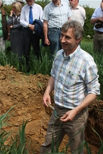 A deep soil pit in a field of Spring Barley enabled Alastair Leake to explain the layers of the soil, the significance of burrowing, feeding and casting of earthworms and their ability to help withstand extreme weather events